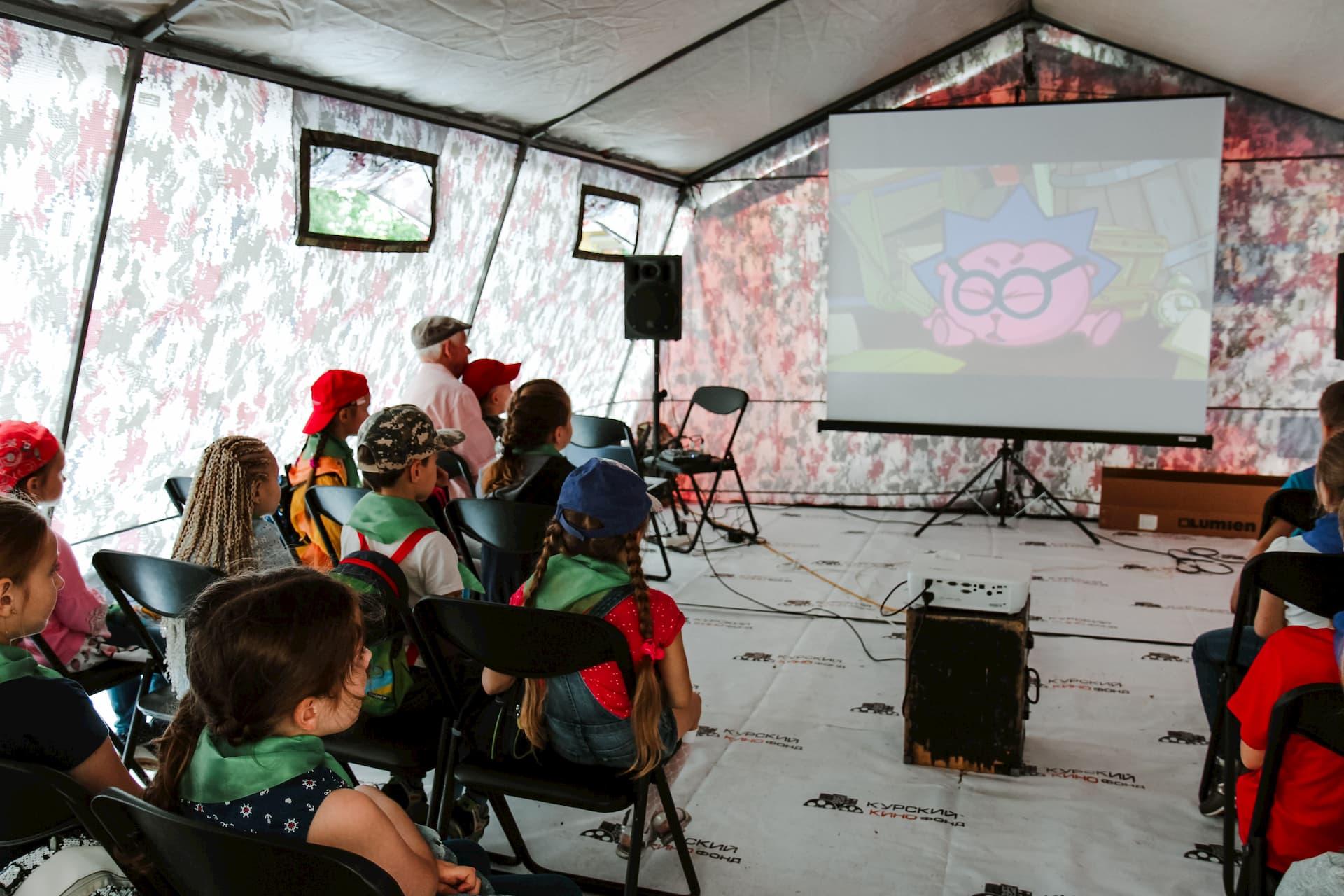 «Мобильный кинотеатр» в День защиты детей
